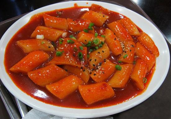 Cách làm bánh gạo cay Topokki chuẩn vị Hàn Quốc