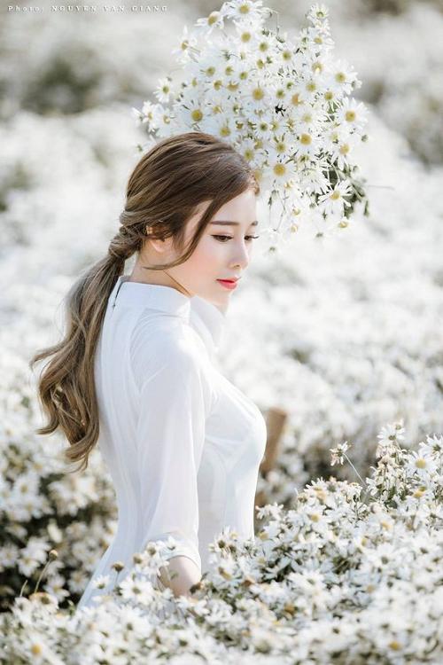 girl xinh bên hoa