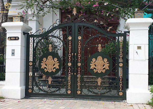 Mẫu cổng sắt mỹ thuật cho nhà phố